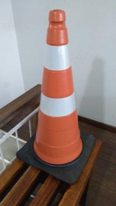 Cone Pvc Flexível Laranja e Branco 75 cm com Base de Borracha